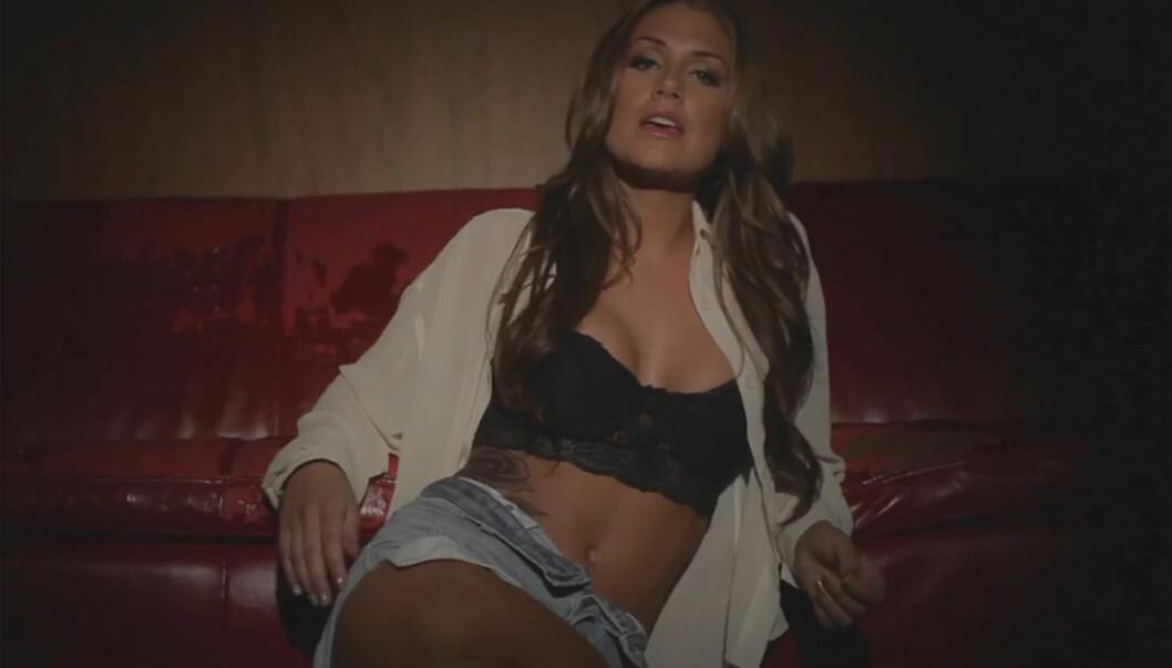 <strong>SEXY VIDEO:</strong> Tone Damli viser seg fra sin mest sexy side i musikkvideoen til sin nye låt «Look Back». Foto: Fra videoen