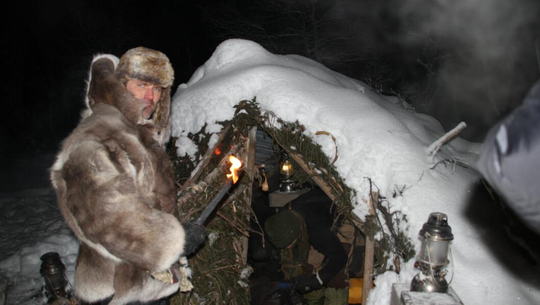 MÅ FLYTTE?: TV3 vurderer å flytte Robinson-deltakerne til mer bekvemme forhold, etter at de natt til onsdag måtte evakueres fra innspillingen i Rauland på grunn av sterk kulde. Foto: Anders Myhr Nilsen/TV3