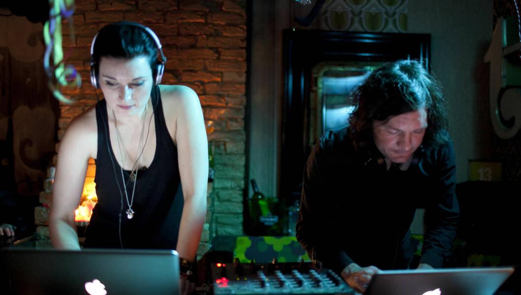 DJ: Lise Karlsnes og kjæresten Christopher Wareing snurret plater på Total Utested i Tønsberg første juledag. Foto: Roger Fosaas/Stella Pictures