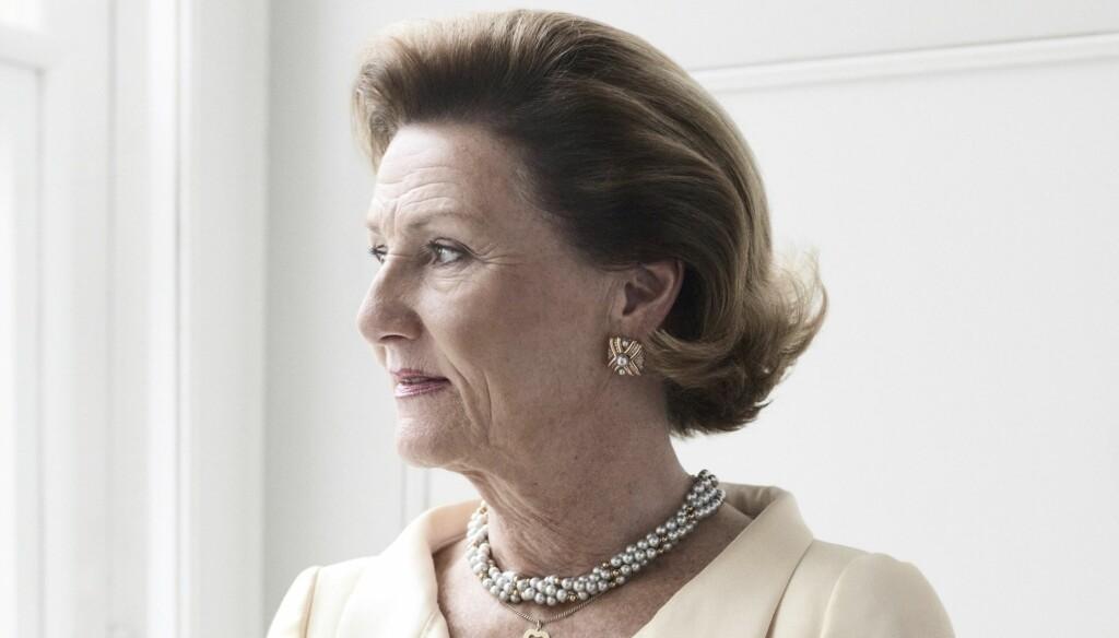 TAUS: Dronning Sonja selv ønsker ikke å kommentere hennes tanker rundt rivingen av barndomshjemmet.  Foto: Stella Pictures