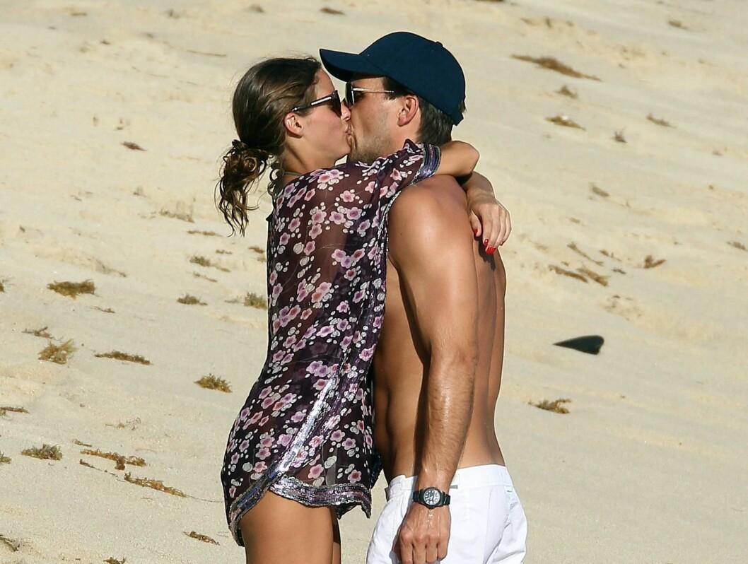 ROMANTISK: Olivia Palermo og Johannes Huebl tilbringer for tiden en romantisk ferie på øya Saint Barths i Karibien. Foto: Stella Pictures