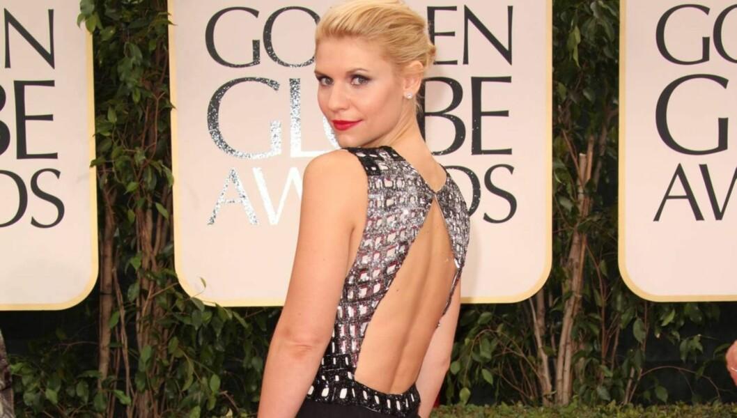 FORFØRENDE: Claire Danes viste frem ryggen i en sexy kjole fra J. Mendel under prisutdelingen Golden Globe natt til mandag.  Foto: Stella Pictures