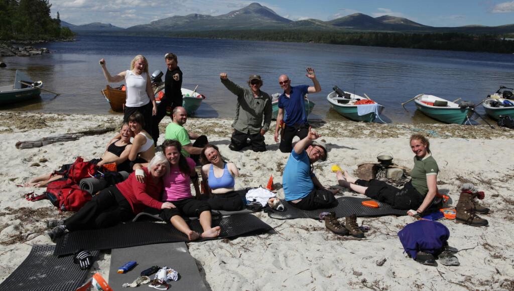 INGEN GRENSER: 11 deltagere trosser sin funksjonshemming og går 400 kilometer fra Femundsmarka til toppen av Snøhetta.  Foto: NRK