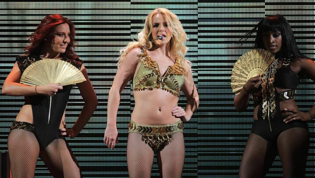 LIKER JENTESEX: Forfatteren av en ny skandalebok hevder at Britney Spears liker å kose seg med sine kvinnelige dansere på turné.  Foto: All Over Press
