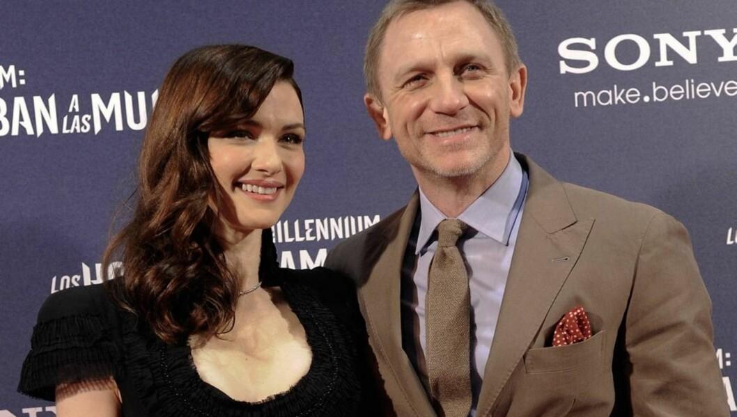 HEMMELIGHETSFULL: Daniel Craig viser seg svært sjeldent sammen med kona Rachel Weisz, men på onsdag kom de sammen på filmpremiere.  Foto: All Over Press