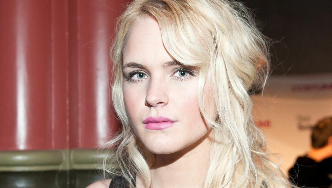 SINT OG SEXY: 21 år gamle Linnéa Myhre er kåret til Norges mest sexy kvinne, men kroppen har ikke bestandig spilt på lag med henne. Nå takker hun moren for at hun overlevde spiseforrsyrrelser i tenårene.  Foto: Stella Pictures