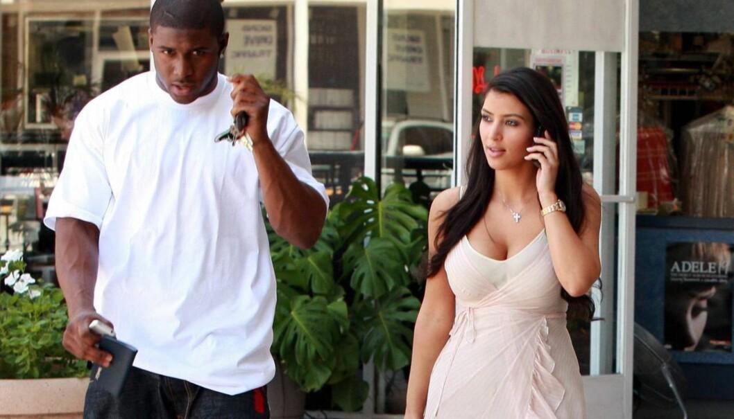 BARN MED EKSEN?: Kilder hevder Kim Kardashian snakker om at hun ønsker seg barn med Reggie Bush, som hun tidligere var sammen med. Foto: All Over Press