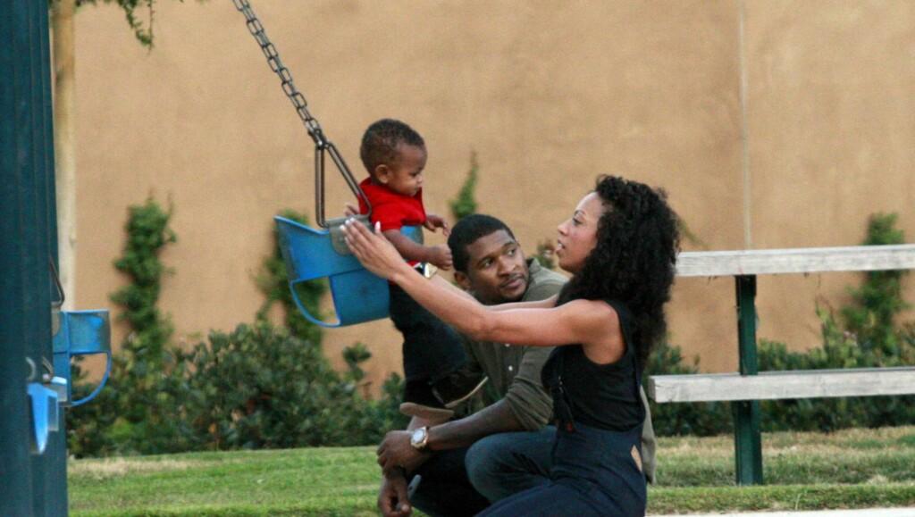 IDYLL: Livet smilte til R&B-stjernen da han og kona ble foreldre til sønnen Usher Raymond V i 2007. Året etter fikk paret sin andre sønn, Naviyd Ely Raymond. Foto: All Over Press
