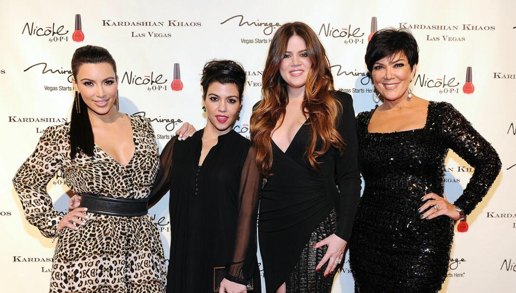 SØKKRIK FAMILIE: Kardashian-familien har tjent en formue på å selge sine egne merkevarer og regnes å ha en årsinntekt på 400 millioner kroner. F.v.: Kim, Kourtney, Khloe og mamma Kris Jenner. Foto: All Over Press