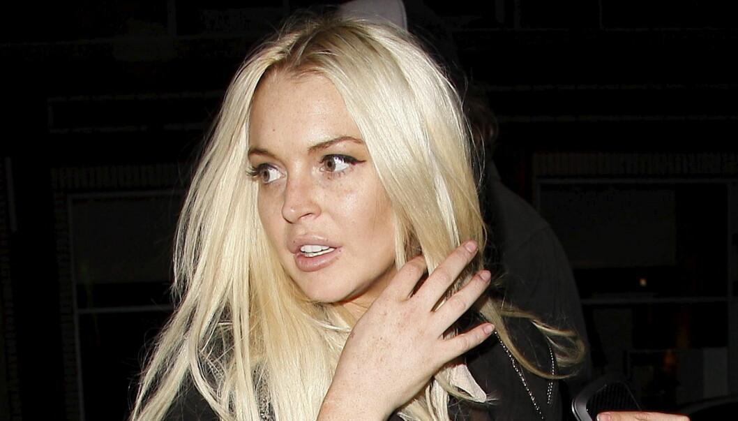 PLAGET: En mystisk eldre mann ble arrestert etter å ha forsøkt å trenge seg inn i hjemmet til Lindsay Lohan nylig. Foto: All Over Press