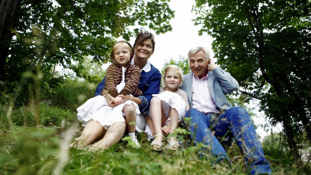 FAMILIEN: Arve Tellefsen og kona Kristin Slørdahl giftet seg i 2004. Sammen har de døtrene Kari Sofie (10) og Ingeborg Cecilie (8). Foto: SCANPIX