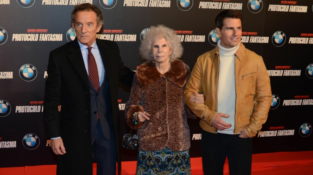 PREMIERE: Hertugen av Alba Alfonso hertuginnen av Alba og Tom Cruise på premieren av «Mission Impossible: Ghost Protocol» i Madrid denne uken. Foto: All Over Press