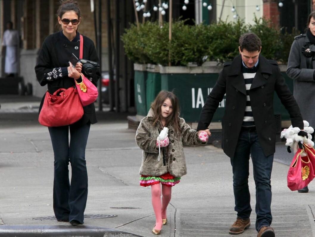 UT PÅ TUR: Kjendisfamilien så ut som en hvilken som helst annen familie da de nylig trasket rundt i Tribeca i New York.  Foto: All Over Press