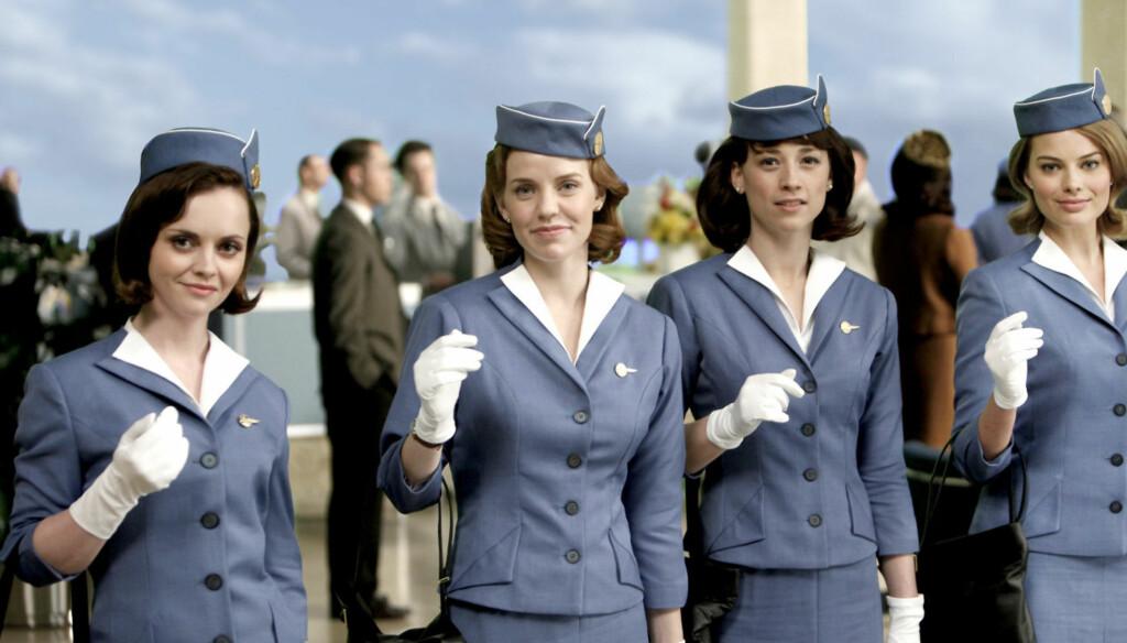 FLYVERTINNE: Christina Ricci (til venstre) spiller for tiden i TV3-serien «Pan Am», hvor hun flyr verden rundt i rollen som 1960-tallsflyvertinnen Maggie. Foto: TV3