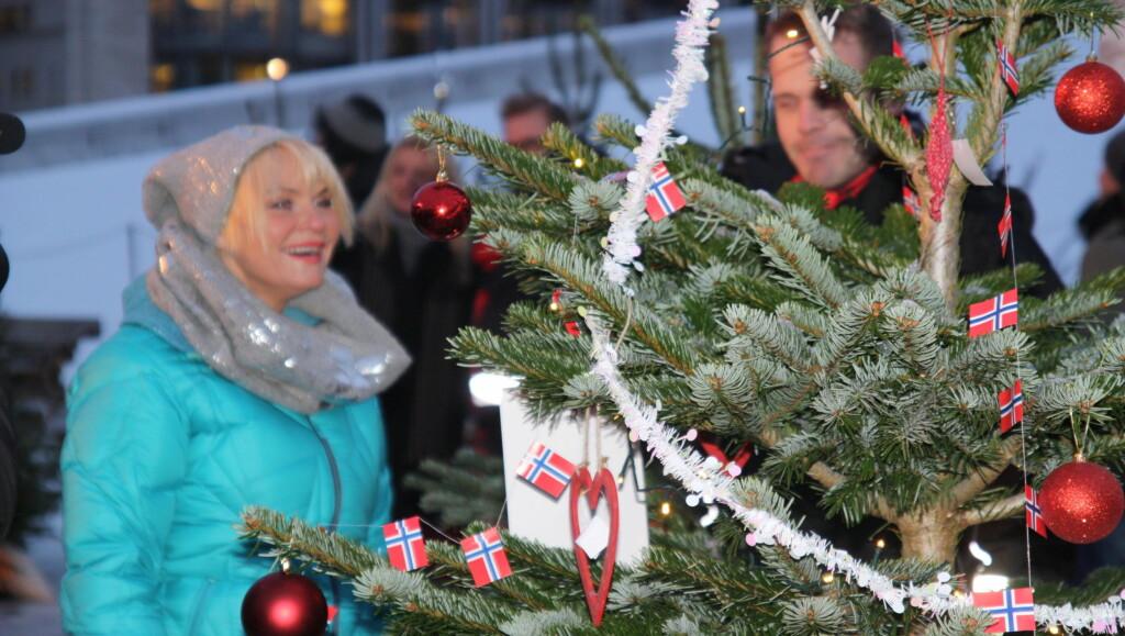 JULESTEMT: Onsdag var Mia Gundersen i juryen da Nordens beste juletrepynter skulle kåres. Hun ser frem til jul sammen med familien i Sverige.  Foto: Lina Hekkli/Seher.no