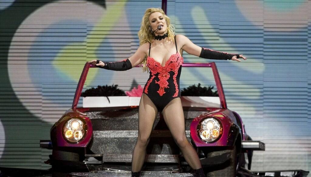 SEXY: Britney i sexy antrekk på scenen i Mexico forrige uke. Fredag fylte popstjernen 30 år, og beviser her at hun fortsatt har det som skal til for å imponere. Foto: Stella Pictures