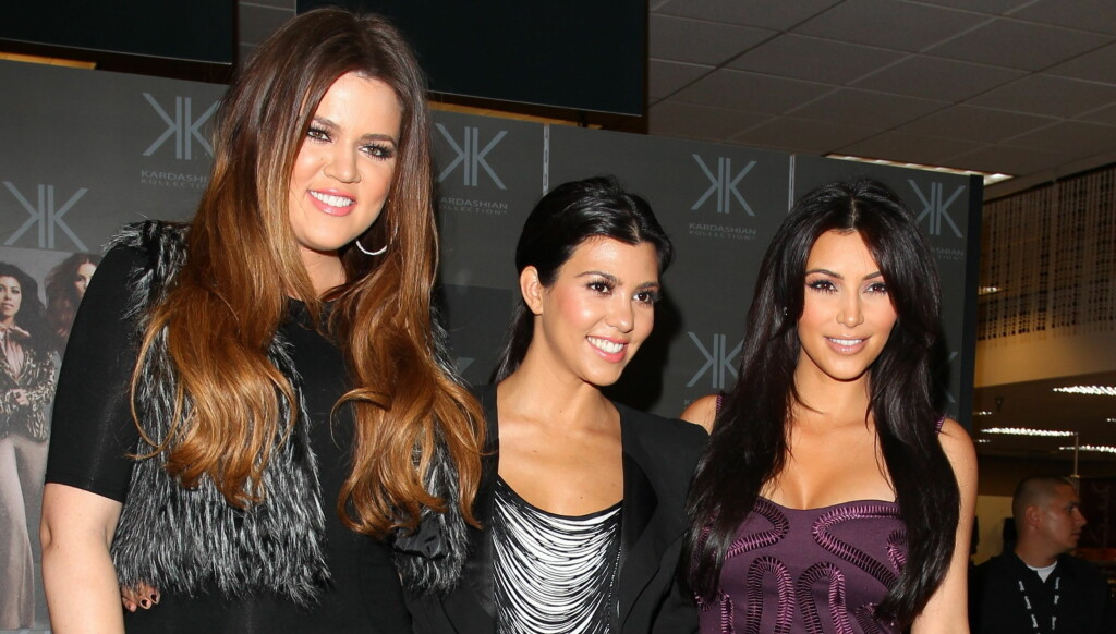 SUPERSØSKEN: Khloe, Kourtney og Kim Kardashian er blant Hollywoods mest populære kjendiser. Foto: Stella Pictures