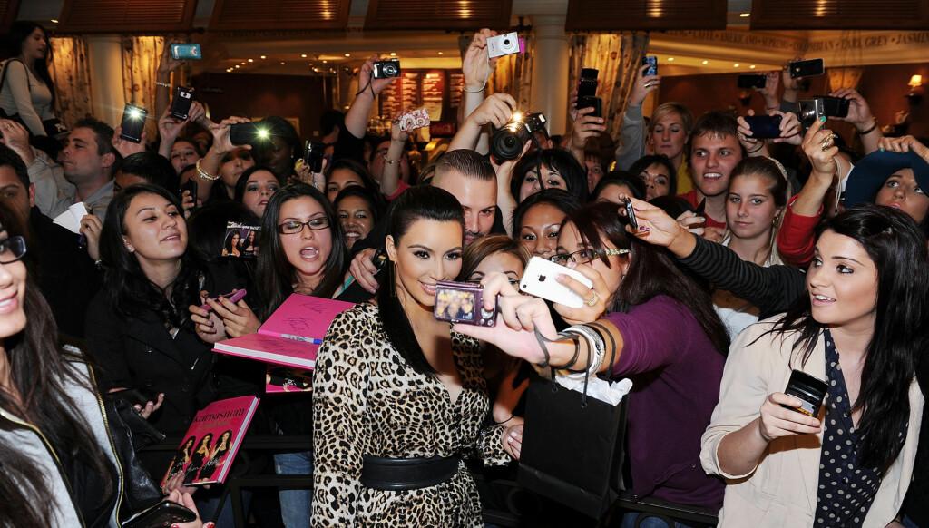 KIM-HYSTERI: Kim Kardashian skaper hysteri hvorhen hun går. Foto: All Over Press