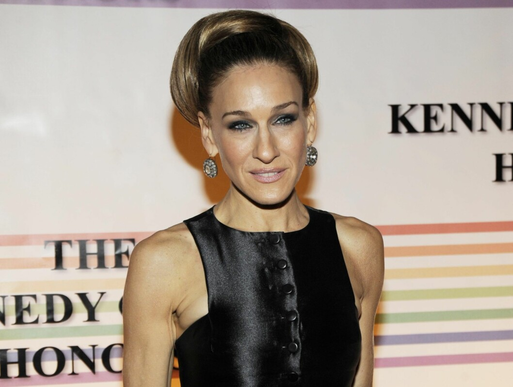 STIVPYNTET: Sarah Jessica Parker kom til prisutdelingen i en lang, sort silkekjole.  Foto: All Over Press