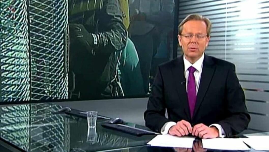 LETTRØRT: Arill Riise fremstår som en følsom nyhetsanker. Her er han anker idet chilenske gruvearbeidere ble reddet høsten 2011. Foto: TV 2
