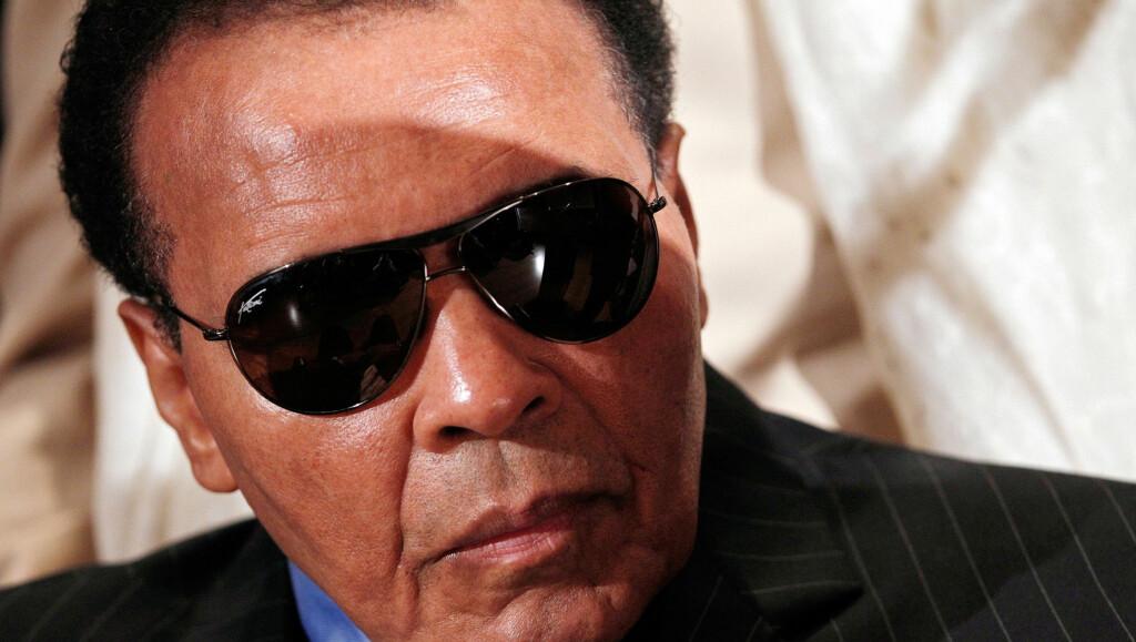 TIL SYKEHUS: Familien til bokse-stjernen Muhammad Ali skal 19. november ha ringt etter ambulanse, da 69-åringen mistet bevisstheten i sitt eget hjem. Foto: All Over Press
