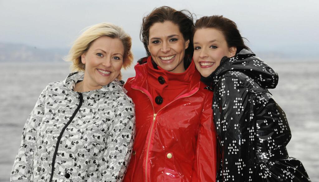 TAKKET FOR SEG: Isabella Martinsen (i midten) forlot de andre værdamene i Storm for snart ett år siden. Etterpå har hun livnært seg som frilansfotograf. Foto: TV 2