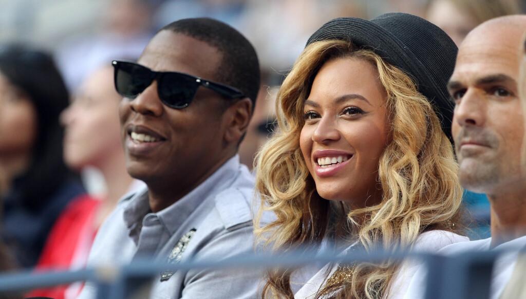 VENTER BARN: Superparet Beyoncé og Jay Z venter sitt første barn i februar. Sangstjernen synes rykter om at hun gikk med falsk babymage er latterlige.  Foto: All Over Press