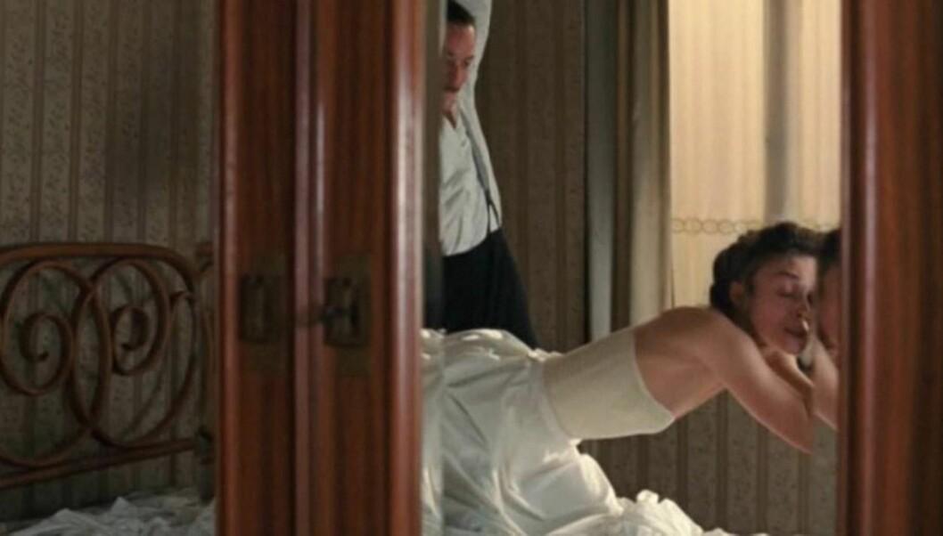 UTFORDRENDE SEX-SCENE: Keira Knightley ble overtalt til å takke ja til å spille inn de utfordrende sex-scenene i filmen «A Dangerous Method». Foto: All Over Press