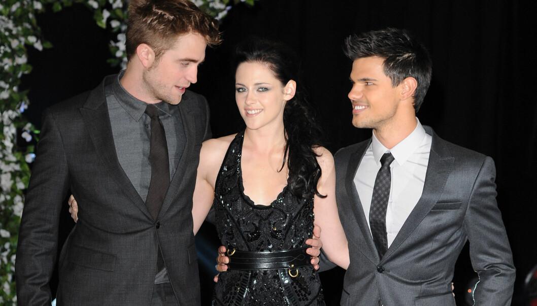 PREMIERE: Denne uken var det London-premiere på filmen «Breaking Dawn» i Twilight-sagaen. Her er skuespillerne Robert Pattinson, Kristen Stewart og Taylor Lautner samlet. Foto: Stella Pictures
