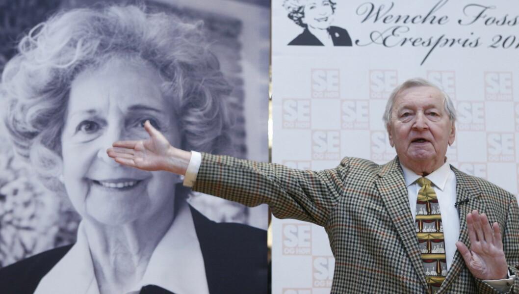 VANT ÆRESPRISEN: Rolv Wesenlund ble den tredje som mottok Wenche Foss ærespris. Tirsdag ble han overrakt prisen av Oslos ordfører Fabian Stang.  Foto: Scanpix