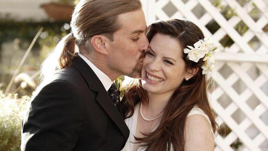 LYKKELIGE: Holly Marie Combs giftet seg med David Donoho i Montecito i California på Valentindagen i 2004 - et par måneder før hun fødte eldstesønnen Finley Arthur. Nå skal paret skilles. Foto: Stella Pictures