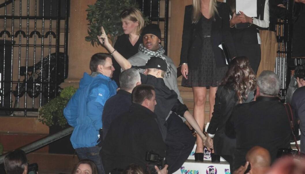 HÅND I HÅND: Justin Bieber kom sammen med Selena Gomez til helgens MTV European Music Awards i Belfast. Foto: All Over Press