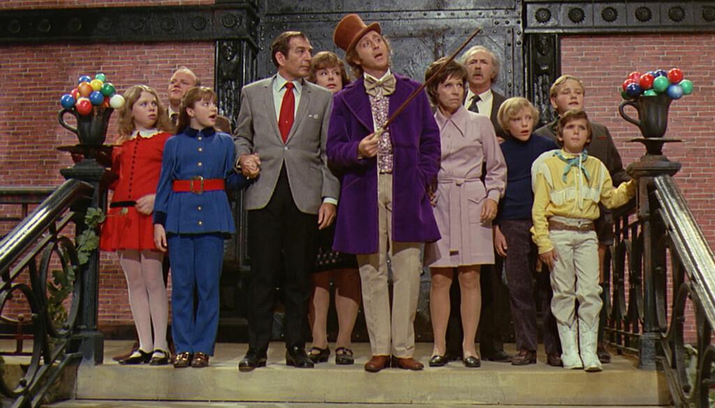 «WILLY WONKA»: Leonard Stone (med det røde slipset) i musikalen fra 1971 som er basert på Roald Dahl sin bok «Charlie og sjokoladefabrikken».