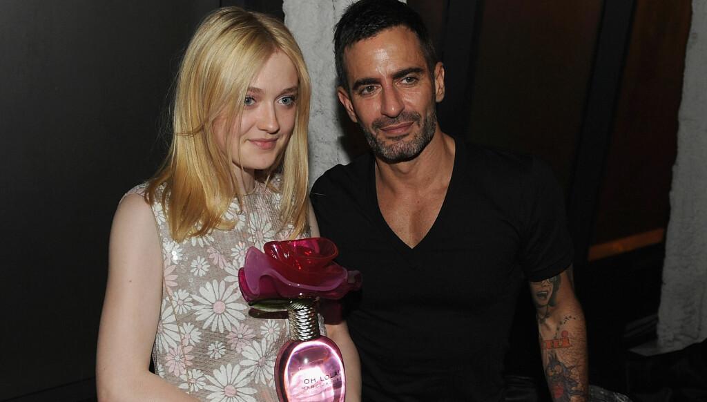 SAMARBEID: Barnestjernen Dakota Fanning er den nye modellen for designeren Marc Jacobs nye parfyme «Oh Lola!». Det har vakt oppsikt i England.  Foto: All Over Press