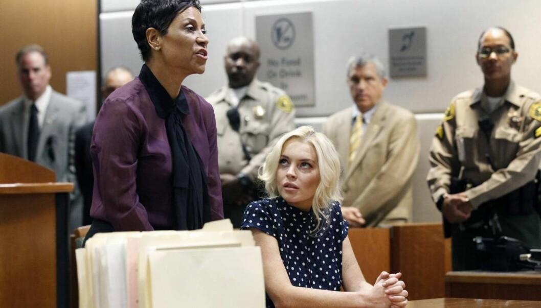 FORSVARER: Lindsays forsvarer holder apell til dommer Stephanie Sautner om hvorfor skuespillerinnen skal slippe å havne bak lås og slå igjen.  Foto: Clint Brewer / Splash News