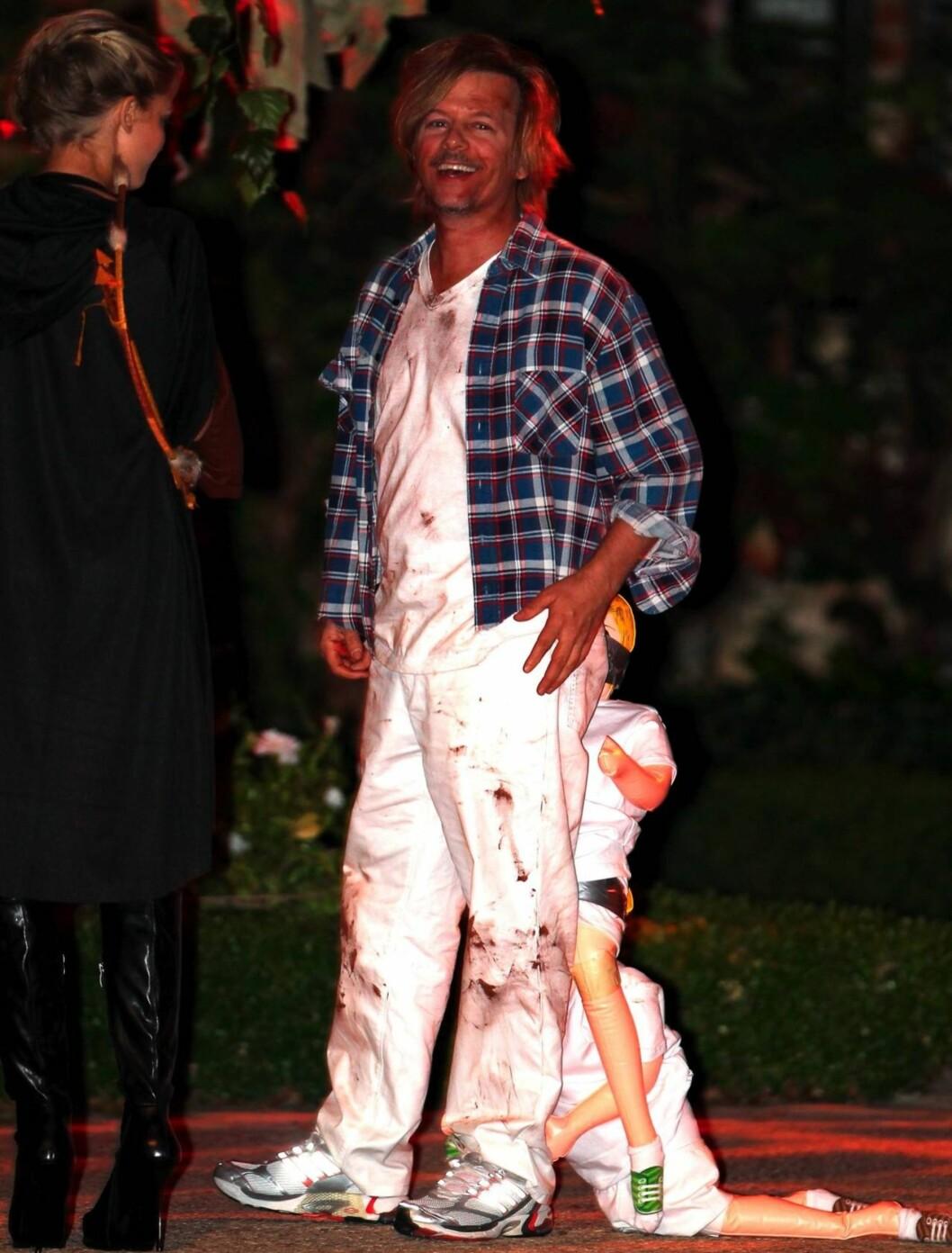 FAR: David Spade hadde kledd seg ut som «pappa» på Kate Hudsons halloweenfest. Foto: All Over Press