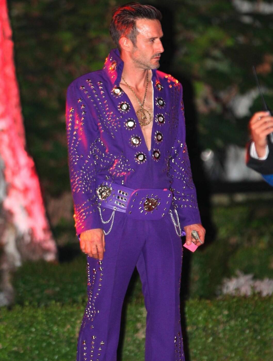 ELVIS?: David Arquette var på Kate Hudsons halloweenfest den ene dagen... Foto: All Over Press