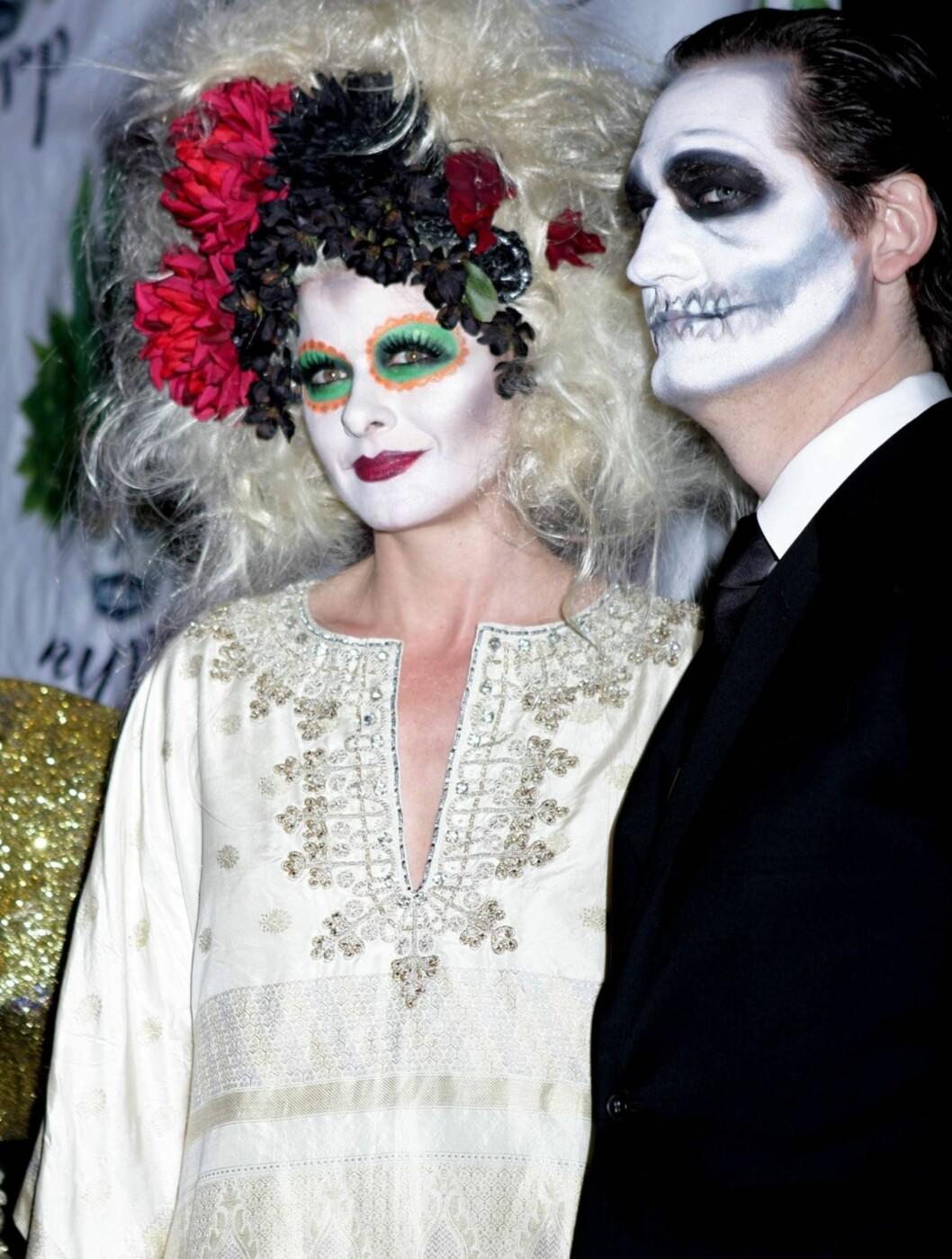 UGJENKJENNELIG: Debra Messing, kjent fra TV-serien Will and Grace, kom med ektemannen David Zelman på Bette Midler sin halloweenfeiring. Foto: All Over Press