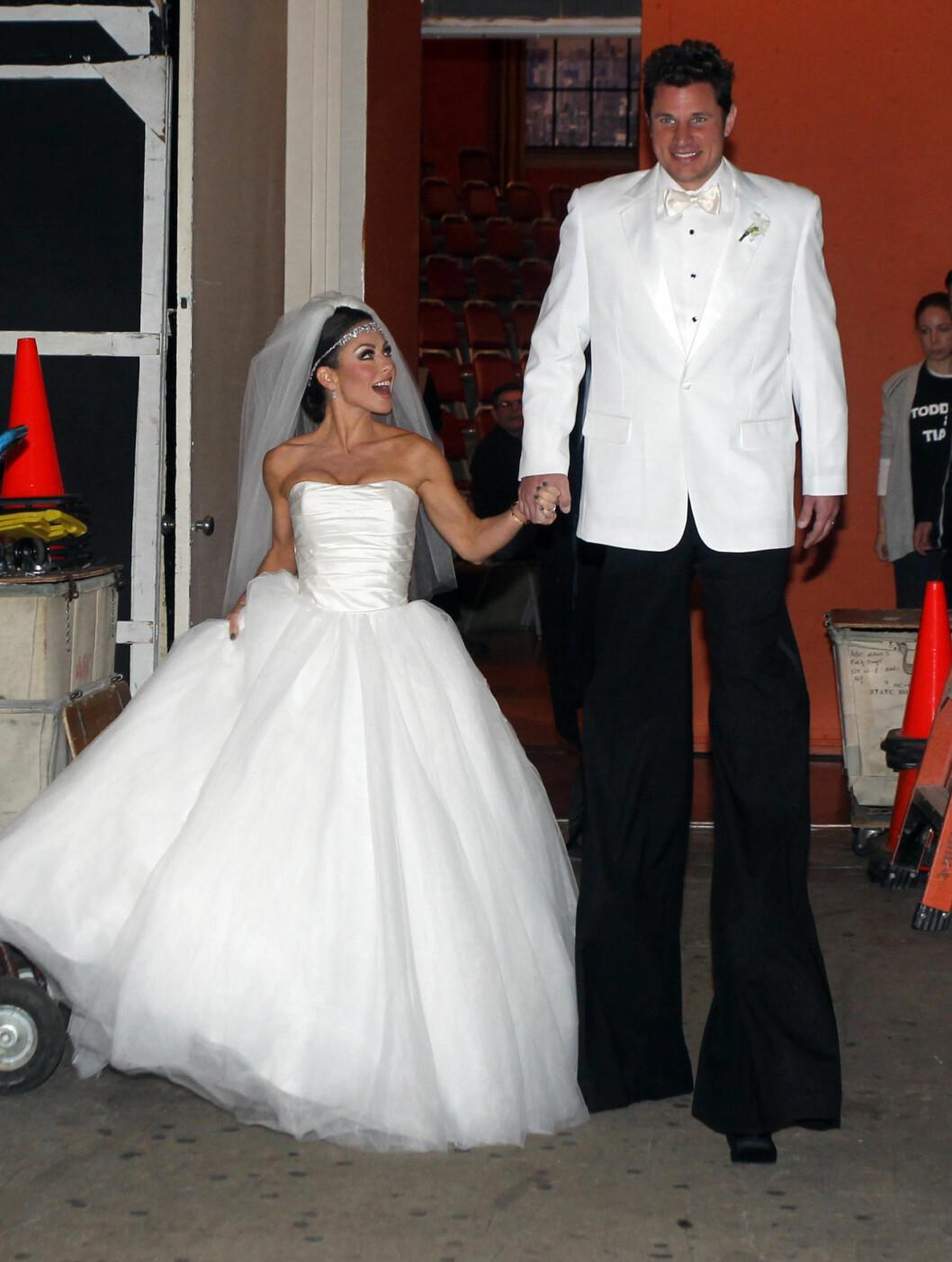 MORO: Programlederne Kelly Ripa og Nick Lachey hadde kledd seg ut som Kim Kardashian og Kris Humphries. Foto: Stella Pictures