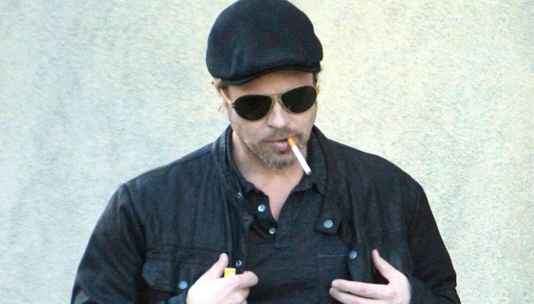 TATT PÅ FERSKEN: Brad Pitt gjør nå alt for å kvitte seg med røyken for godt, etter å ha blitt tatt på fersken av døtrene Zahara og Shiloh. Foto: All Over Press
