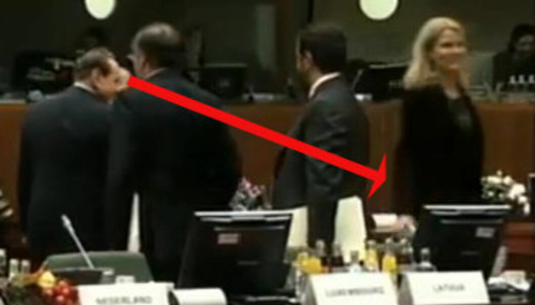 Her sjekker Berlusconi danske Helles rumpe