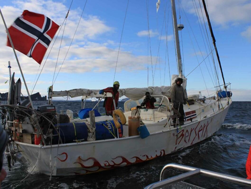 """TRAGEDIE: Redningsflåten etter """"Berserk"""" ble funnet i sørishavet få dager etter at båten ble meldt savnet i vinter. Tre av mannskapet er fortsatt savnet. Foto: Scanpix"""