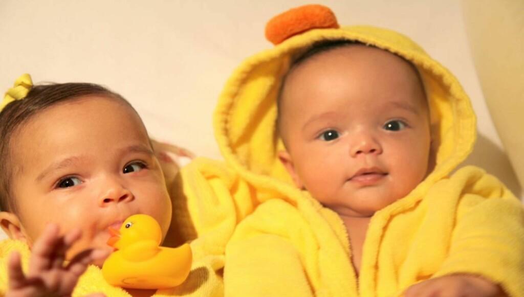 VISTE FREM TVILLINGENE: Slik viste Mariah Carey og Nick Cannon frem sine to tvillinger for første gang på sitt nye nettsted Dembabies.com. Foto: All Over Press