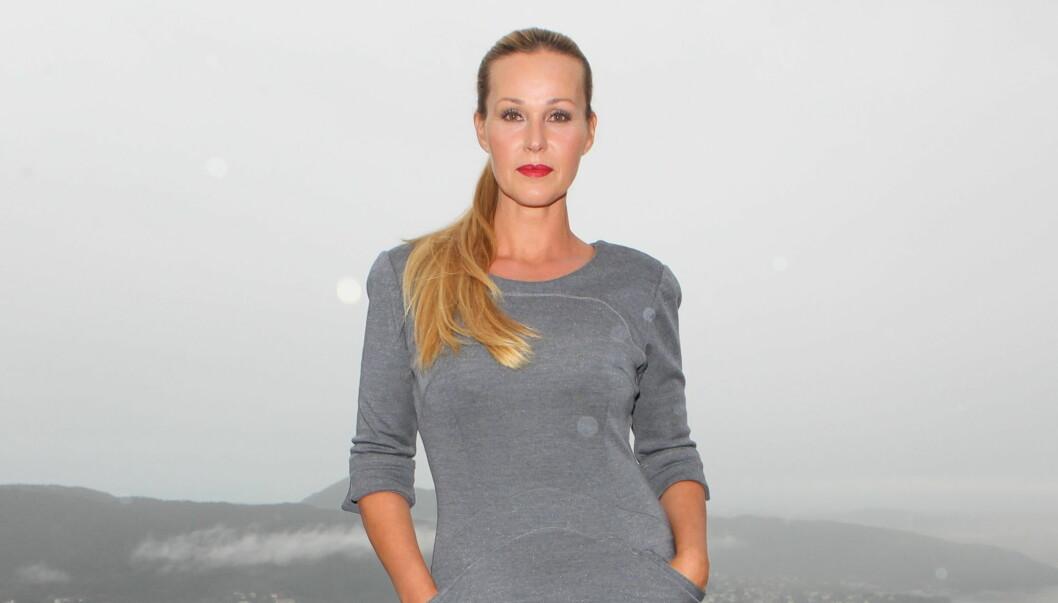 LIVSSTILSGURU: Dorthe skal møte kjendiser med spesielle klesstiler. Foto: Stella Pictures