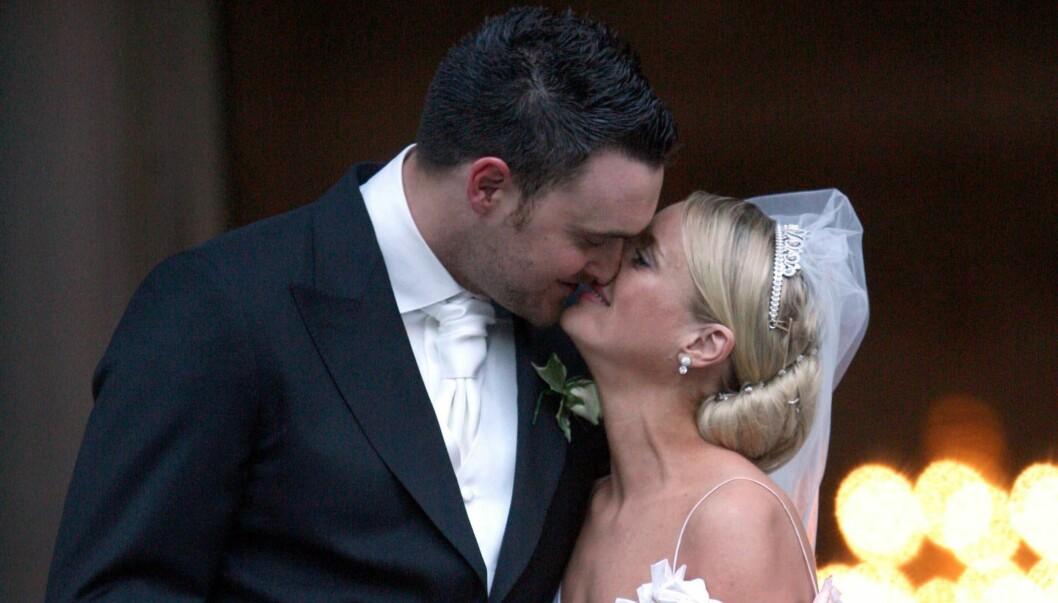 LYKKEN BRAST: I desember 2006 giftet TV-stjernene Lucy Davis og Owain Yeoman seg i St. Paul-katedralen i London. Nå skal paret skilles. Det noe stormfulle ekteskapet til prins Charles og lady Diana ble inngått samme sted 25 år tidligere.  Foto: All Over Press