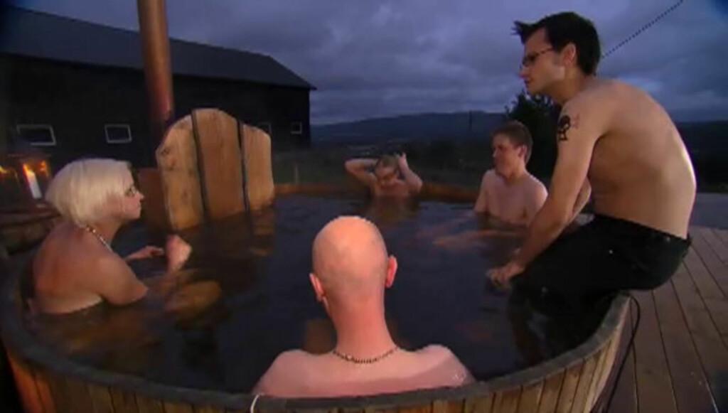 IKKE STRESSA: - Nei, jeg var ikke stresset for det, sier «Jakten»-bonden på spørsmål om hvordan det var å bli filmet mens hun hadde på seg bikini. Foto: TV 2