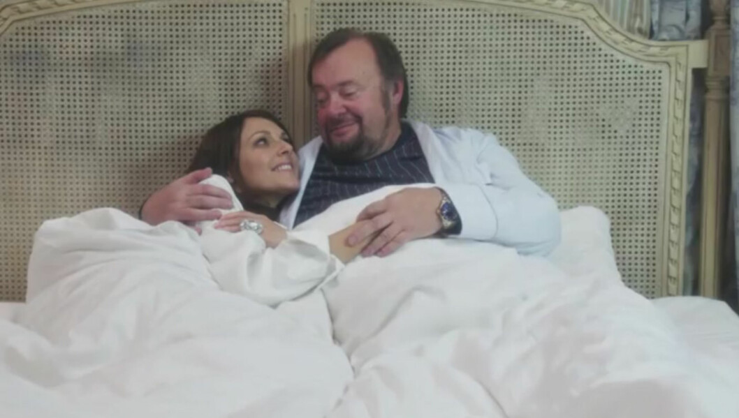 PARODIEN: Mona Grudt og Marvin Wiseth stiller gratis opp i Sparebank 1s parodi. Foto: Fra parodien