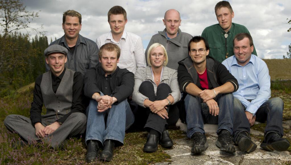KJÆRESTE: Bente Fremo håper på å finne den store kjærligheten blant disse åtte frierne. Nå er fire av dem igjen. Foto: TV2