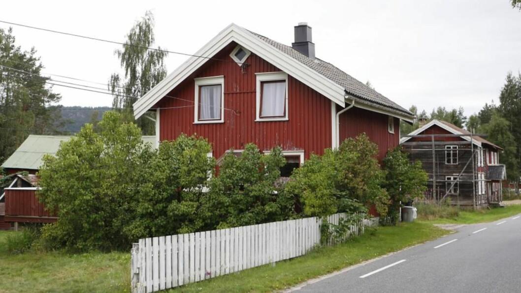<strong>BRUKTE ØKS:</strong> Sju personer bortførte to tenåringsjenter fra dette huset i Åmli i Aust-Agder. Foto: ERLING HÆGELAND/Dagbladet