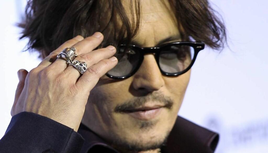 PÅ FYLLA: Johnny Depp skal ha holdt seg borte fra flaska i 13 år, men skal nå ha begynt å drikke igjen. Foto: All Over Press